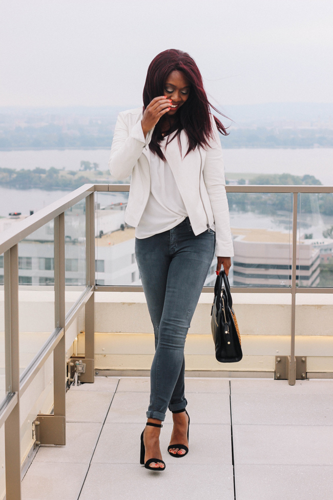 D.C. blogger Alicia Tenise styles the Nico Midrise Super Skinny in Dark Skies