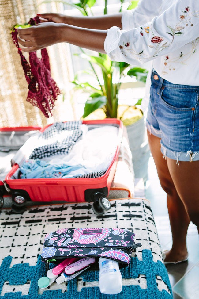 How to Fit a Week's Worth of Clothes in a Carryon