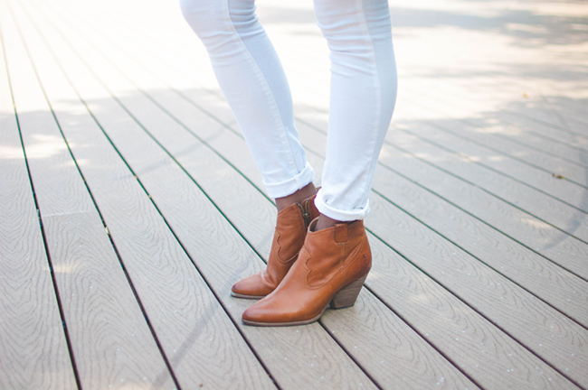 white jeans for fall, white after labor day, casual fall ensemble, casual date look, dc blogger, arlington fashion blog, frye reina bootie