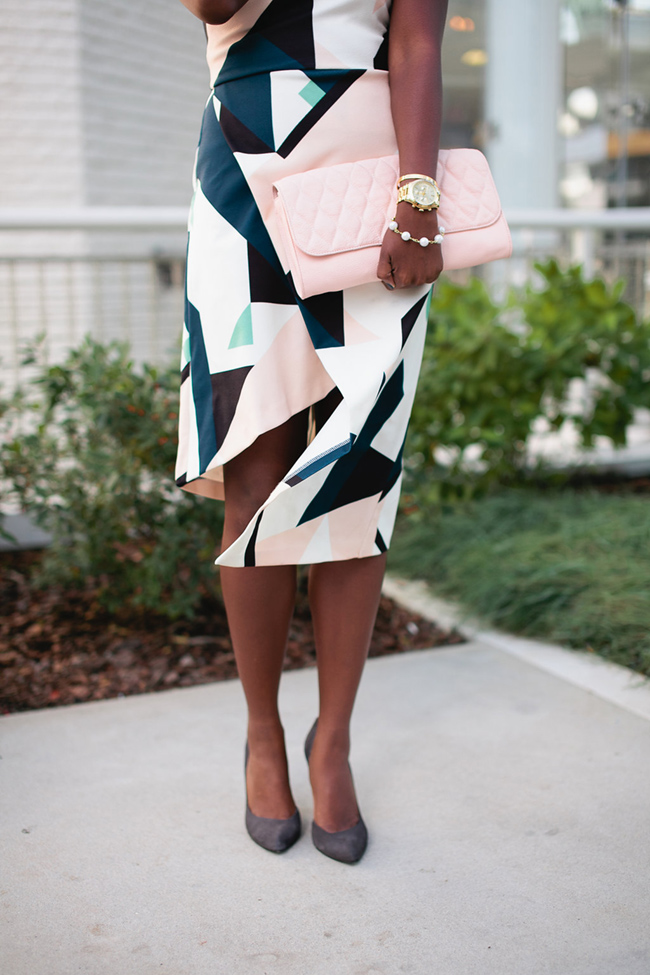 A-Line Dress in Geo Print with High Neck and Asymmetric Hem, fall wedding guest outfit, fall wedding outfit inspiration, taudrey bracelets, dc blogger, nova fashion blog, chinese laundry copertina pump, vera bradley quilted harper clutch