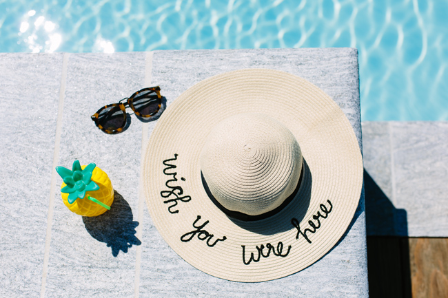 Script Sunhat for the Pool and Beach