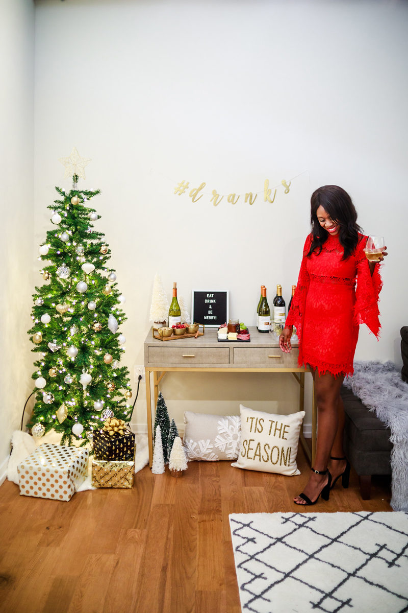 Holiday Party Decor Inspiration - Holiday Entertaining: How to Throw the Perfect Holiday Party by Washington DC style blogger Alicia Tenise