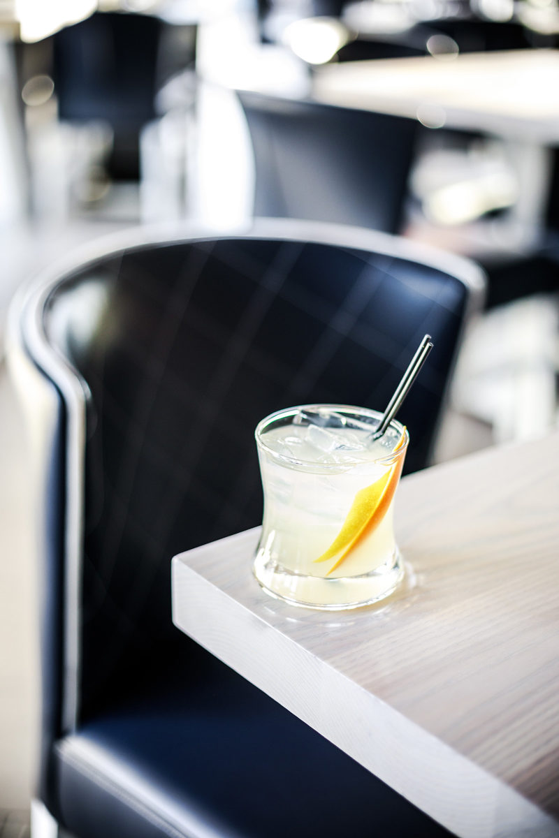 Drinks at Hummingbird Old Town Alexandria - Hotel Indigo Old Town Alexandria review by popular DC blogger Alicia Tenise