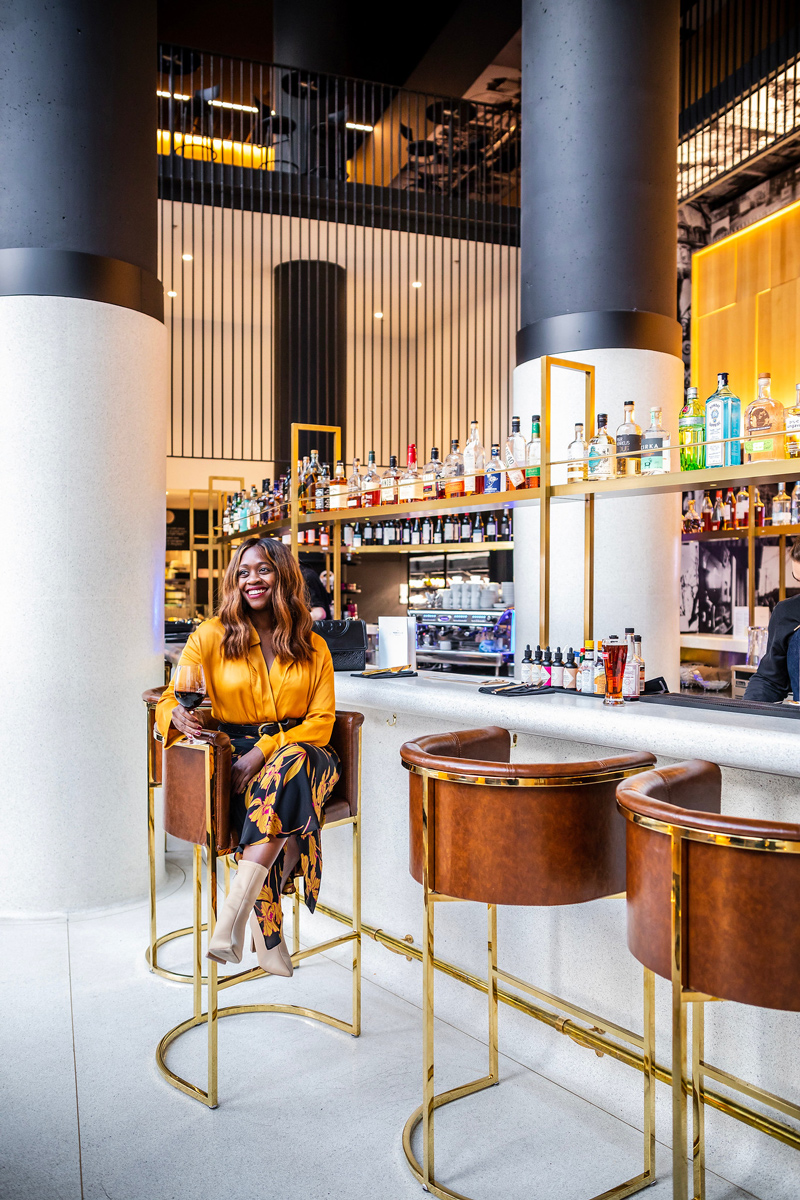 Hotel Monville Lobby Bar | Where to Stay in Downtown Montreal: Hotel Monville featured by top Virginia travel blog Alicia Tenise