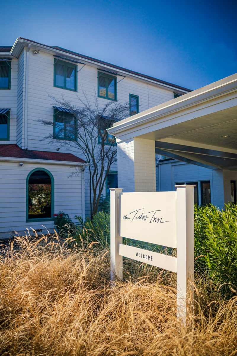 The Tides Inn Review |Tides Inn in Irvington by popular D.C. travel blogger, Alicia Tenise: image of the Tides Inn welcome sign.